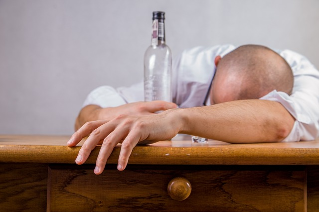 alcohol causes snoring