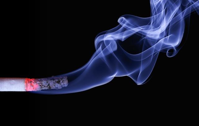 smoking cigarette causes snoring