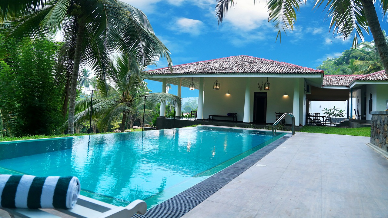 Best Solar Pool Cover Reviews and Buying Guide- 2019